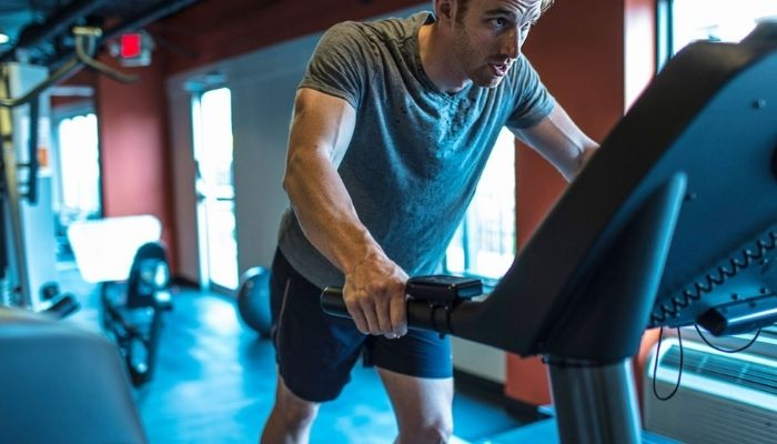 How to Stop Holding the Handrails on the Treadmill